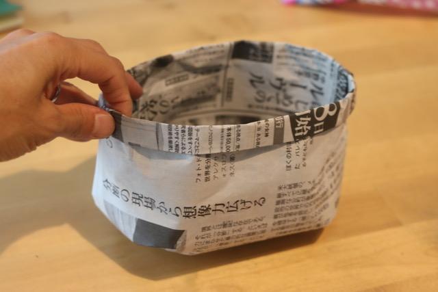 丈夫で簡単!新聞紙で作るゴミ箱(小物入れ)の作り方