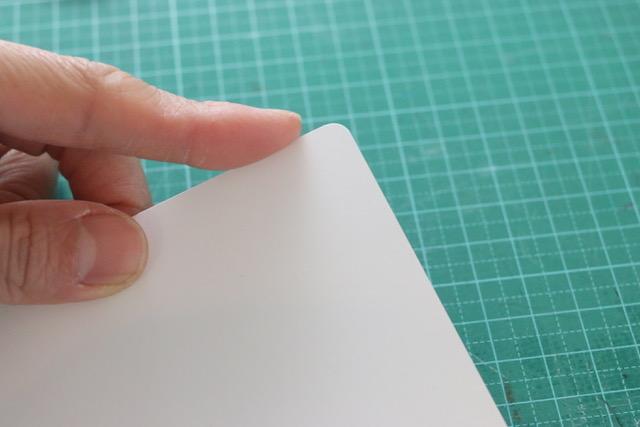 簡単に紙の角を丸くカットする方法☆かどまるくんやコナーカットパンチの代用は、彫刻刀!